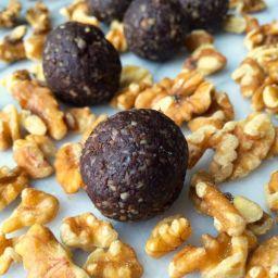 5 Ingredient Chocolate Brownie Energy Bites
