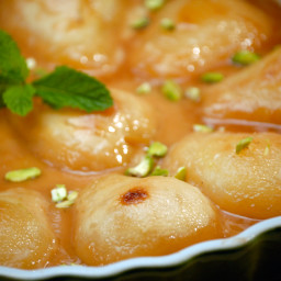 Braised Pears with Caramel Sauce