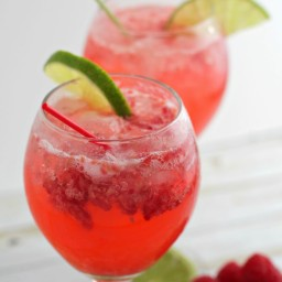 A Refreshing Cocktail: Raspberry Limeade Gin Fizz