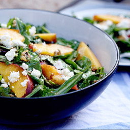 Arugula salad with peaches