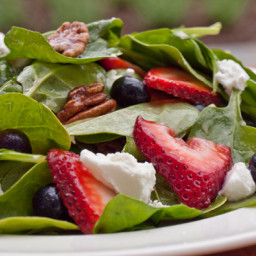 Baby Spinach with Fresh Berries, Pecans & Goat Cheese in Raspberry Vinaigre
