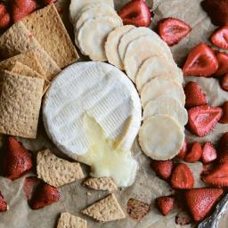 Baked Brie and Strawberries
