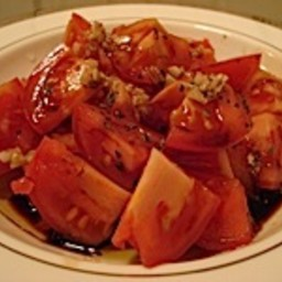 Balsamic vinegar and oregano tomato salad