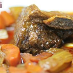 Beef short ribs in ancho-pasilla sauce (Costillas cortas de res en salsa de