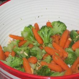 Broccoli and Carrots with Toasted Almonds (1 Point)