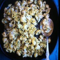 Cauliflower with saffron, pepper flakes, parsley, and pasta