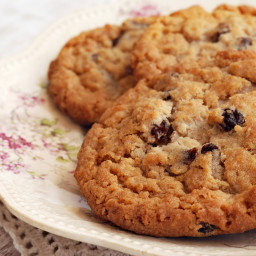 Chewy Oatmeal Raisin Cookies