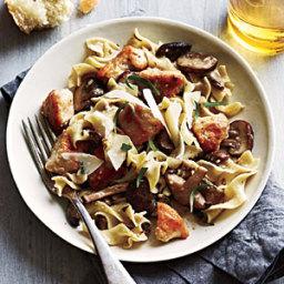 Chicken and Mushrooms in Garlic White Wine Sauce