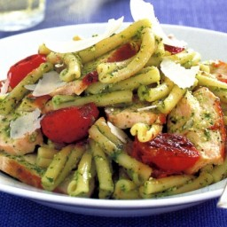 Chicken, pesto and tomato pasta