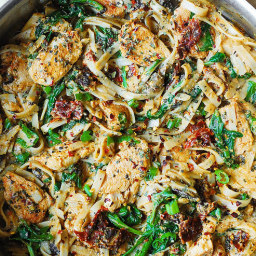 Chicken Pasta with Sun-Dried Tomatoes and Spinach in a Creamy Cauliflower S