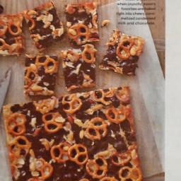 Chocolaty pretzel and peanut cookie bars