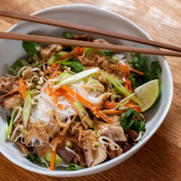 Cold Rice Noodles With Grilled Chicken and Peanut Sauce