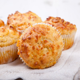 Cracked Pepper Cheddar Muffins