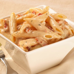 Creamy pasta with chicken and sun dried tomatoes