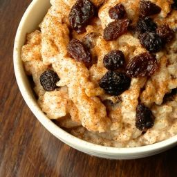 Creamy Rice Pudding with Cinnamon and Raisins