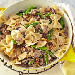 Creamy Farfalle with Cremini, Asparagus and Walnuts