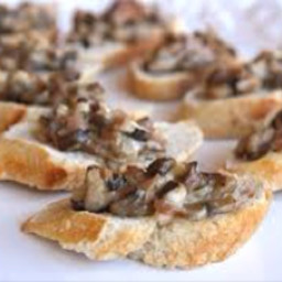 Crostini with Mushrooms, Prosciutto and Blue Cheese