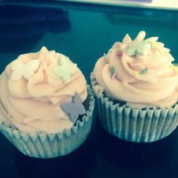 Fluffy vanilla cupcakes