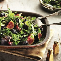 Fresh fig salad with blackberries