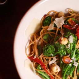 Garlicky Rapini Pasta with sun-dried tomatoes