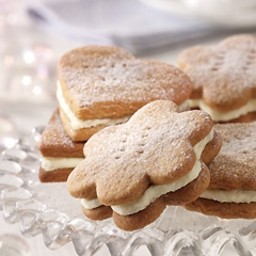 Gingerbread cookie sandwiches
