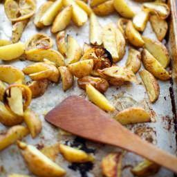 Lemony Roasted Potatoes with Oregano (Psites Patates)