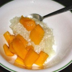 Mangoes with Sticky Coconut Rice
