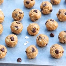 No-Bake Energy Bites (healthy yet taste a lot like cookie dough!)