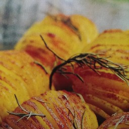 Oven baked potatoes with paprika