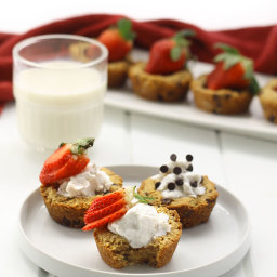 Paleo Chocolate Chip Cookie Cups + Healthy Valentine's Day Desserts!