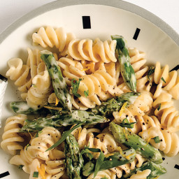 Pasta with Goat Cheese, Lemon, and Asparagus