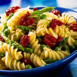 Pasta with Asparagus, Peas and Sun-Dried Tomatoes