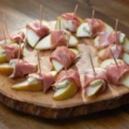 Pear with Prosciutto and Gorgonzola