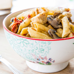Penne Pasta with Mushrooms, Chicken, and Sun-dried Tomatoes