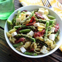 Pesto Pasta with Asparagus and Sun Dried Tomatoes