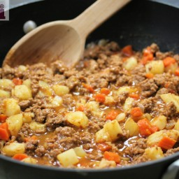 Picadillo - beef filling for tacos or chiles rellenos (Molli Morelos sauce)