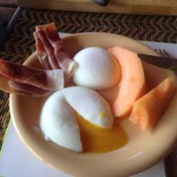 Poached egg with prosciutto and cantaloup