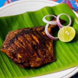 Pomfret Fish Fry or Vavval Meen Varuval Recipe