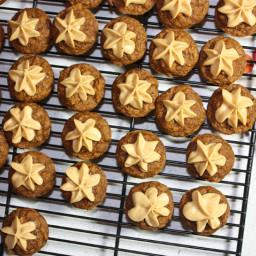 Pumpkin Spiced Mini Muffins with Salted Caramel Pumpkin Buttercream Icing