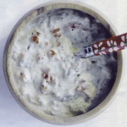 Curd sauce with sun dried tomatoes and basilicum