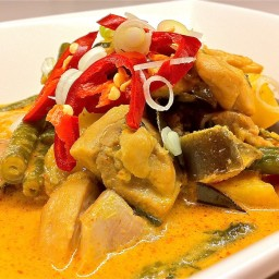 Red chicken & pineapple curry