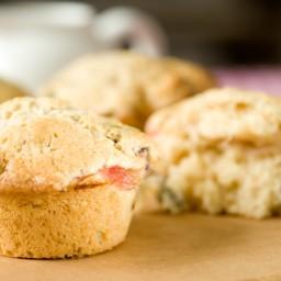 Rhubarb Crisp Muffins