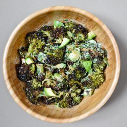 Salade de brocoli roussi et avocat