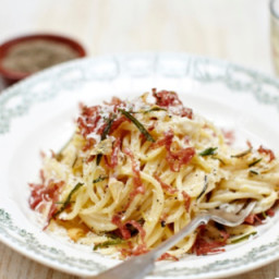 Salami spaghetti carbonara