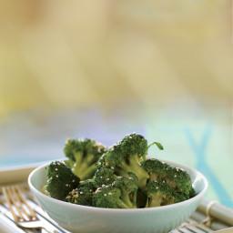 Sesame-Ginger Steamed Broccoli