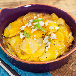 Slow Cooker Cheddar Scalloped Potatoes