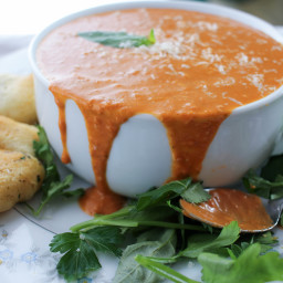 Slow Cooker Creamy Tomato and Basil Soup