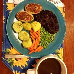 Smarte Frikadeller m Rødkål, grøntsager og kogte kartofler