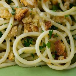 Spaghetti with Garlic Bread Crumb Wine Sauce