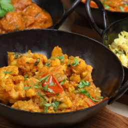 Spicy Cauliflower and Potato Curry (Vegan, Aloo Ghobi)